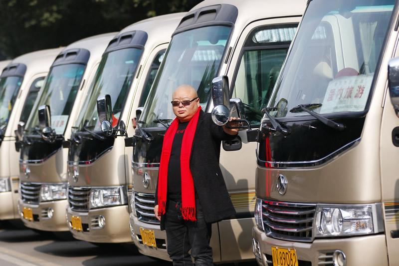 稻城亚丁旅游跟团游好还是包车游好?